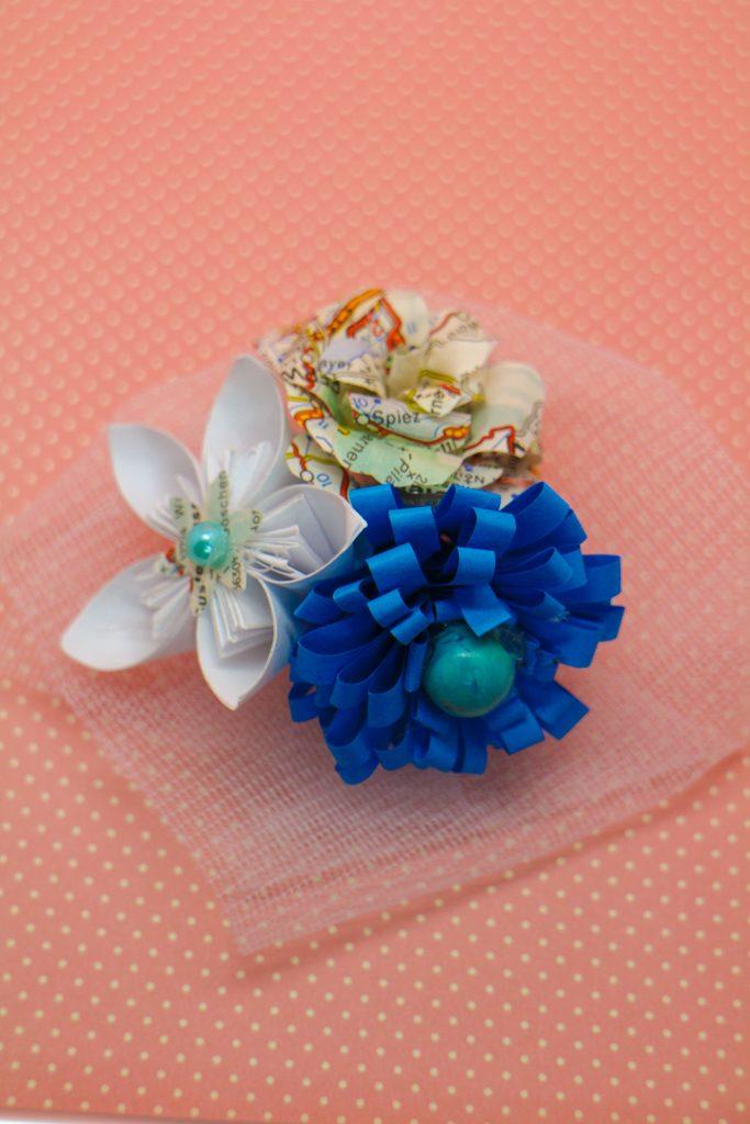 Boutonnière voyage et fleurs kosudamas