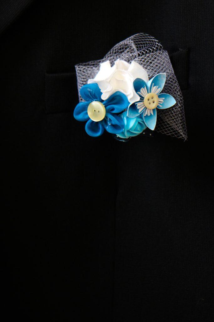 Boutonnière fleurs tissu et papier