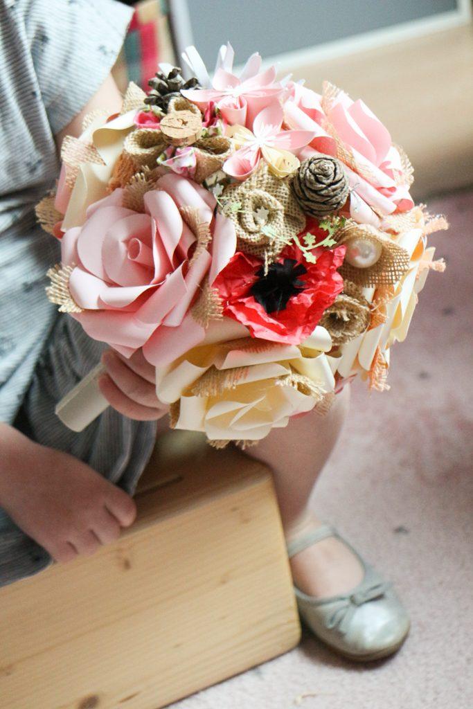Bouquet champêtre fleurs et rose toile de jute touche de coquelicot