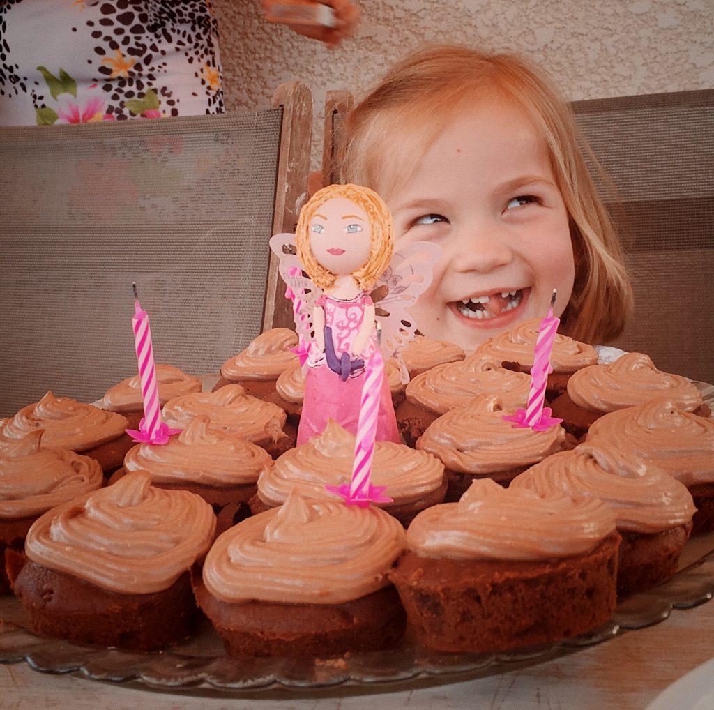 Figurine plaque anniversaire portrait petite fille